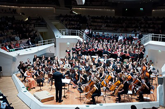Großer Chor und Großes Orchester im Kammermusiksaal